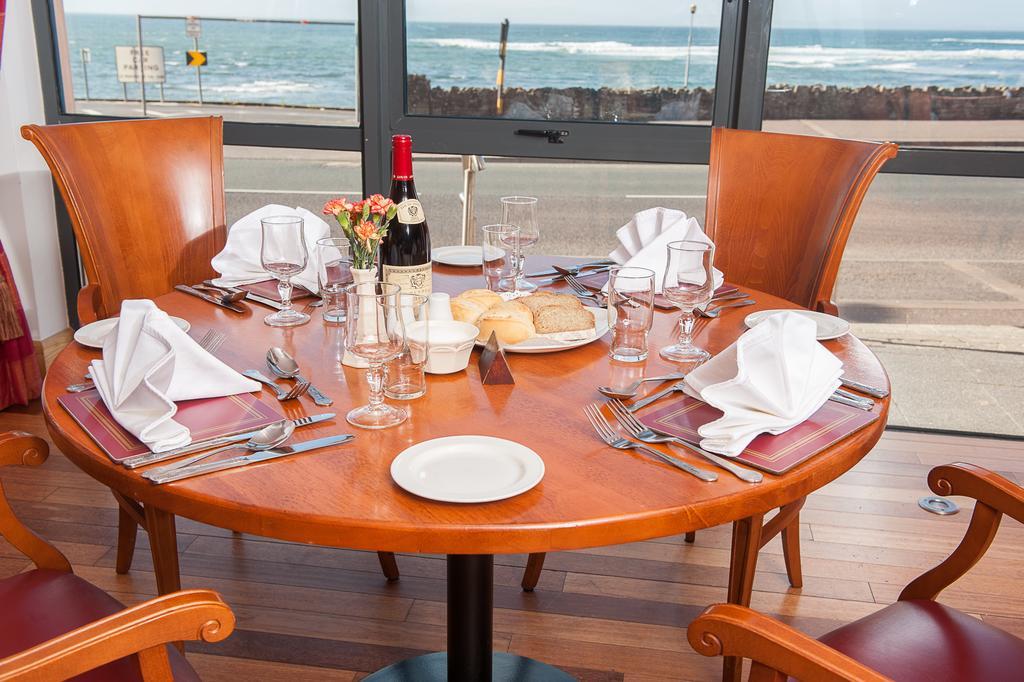 Allingham Arms Hotel breakfast room