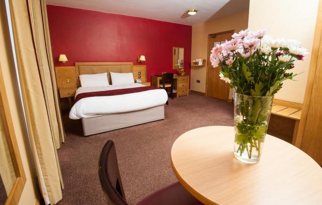 Allingham Arms Hotel  bedroom 2