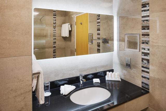 Radisson Hotel Letterkenny bathroom